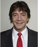 Raja Flores   医学博士